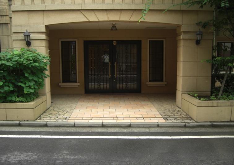 某マンション 外壁のカビ汚染の洗浄及び抗菌作業